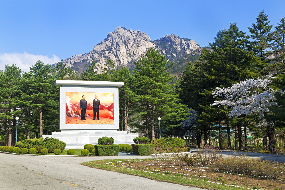 Portrait of the Great Leaders, Kim Il Sung and Kim Jong Il, Kumgang Mountains, Democratic People's Republic of Korea (DPRK), North Korea, Asia - 794-3532