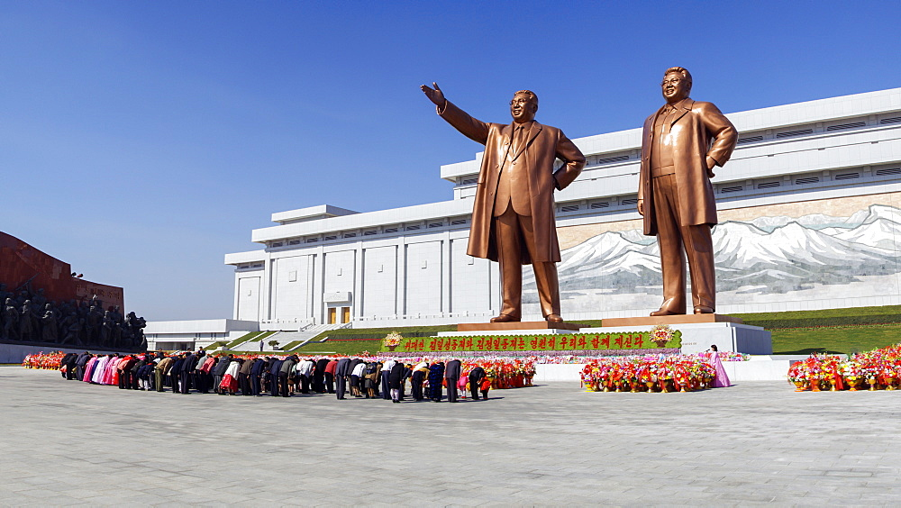 Statues of former Presidents Kim Il-Sung and Kim Jong Il, Pyongyang, North Korea (Democratic People's Republic of Korea), Asia