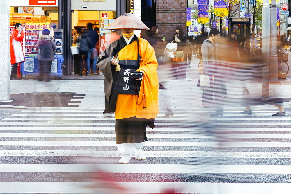 Shinto monk in traditional dress collecting alms (donations), Ginza, Tokyo, Honshu, Japan, Asia  - 794-3613