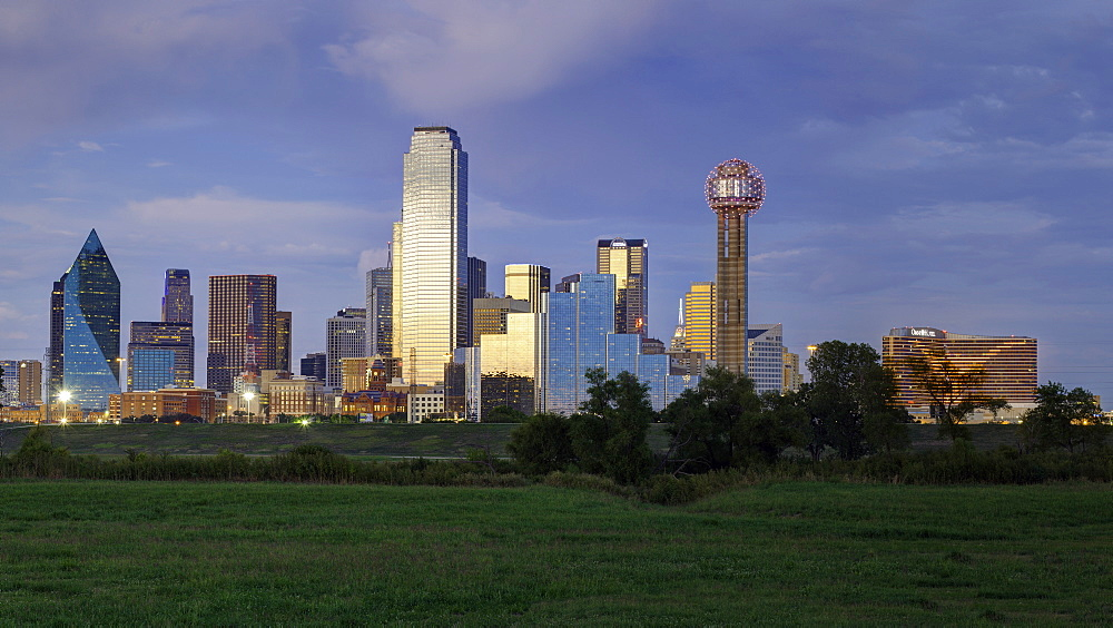 Dallas cty skyline and the Reunion Tower, Texas, United States of America, North America