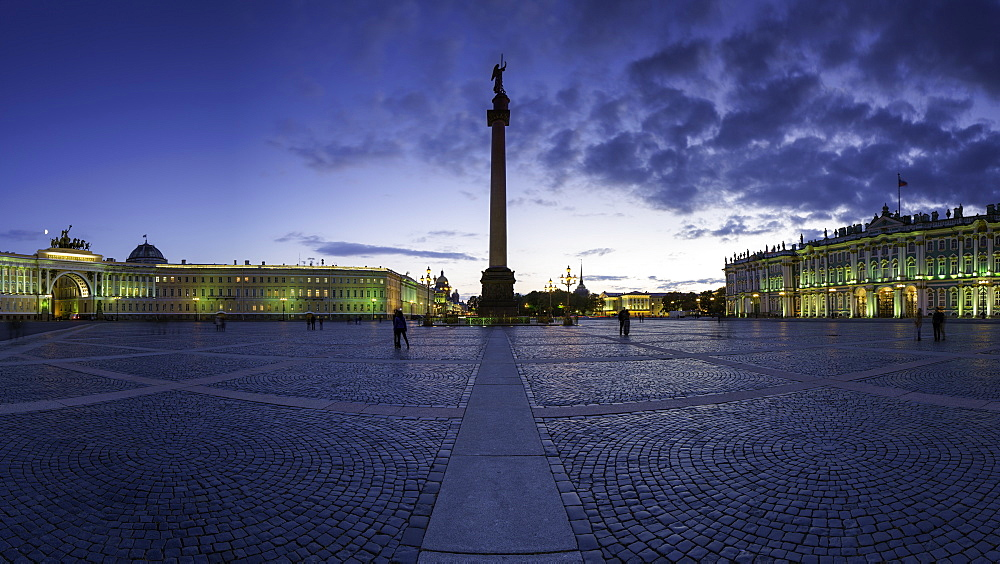 Palace Square, Alexander Column and the Hermitage, Winter Palace, UNESCO World Heritage Site, St. Petersburg, Russia, Europe