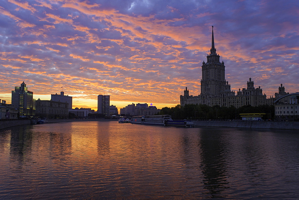 Moskva River and Hotel Ukraine, one of the seven sister skyscrapers, built in Moscow at the end of Stalin's reign, Moscow, Russia, Europe