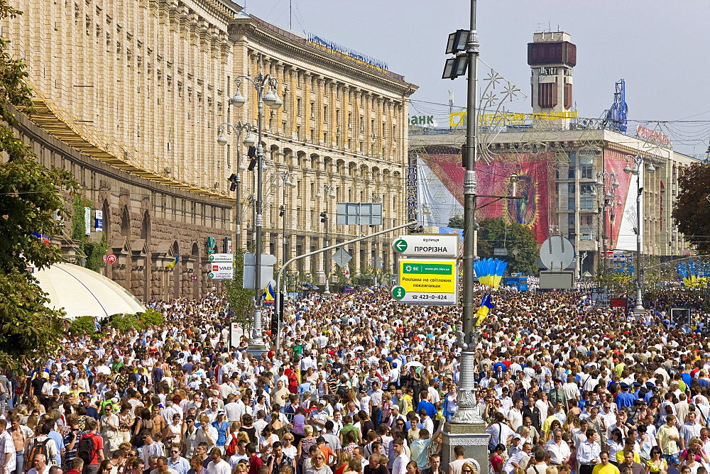 Annual Independence Day, people walking along the main Khreshchatyk Street, Kiev, Ukraine, Europe