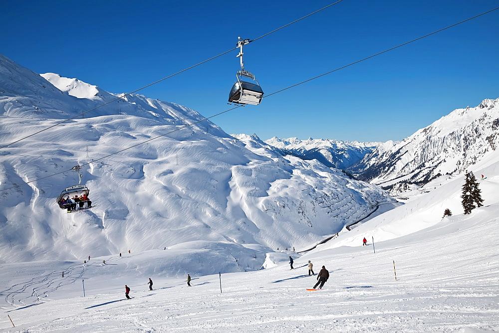 Resort pistes and mountain ranges, St. Anton am Arlberg, Tirol, Austrian Alps, Austria, Europe