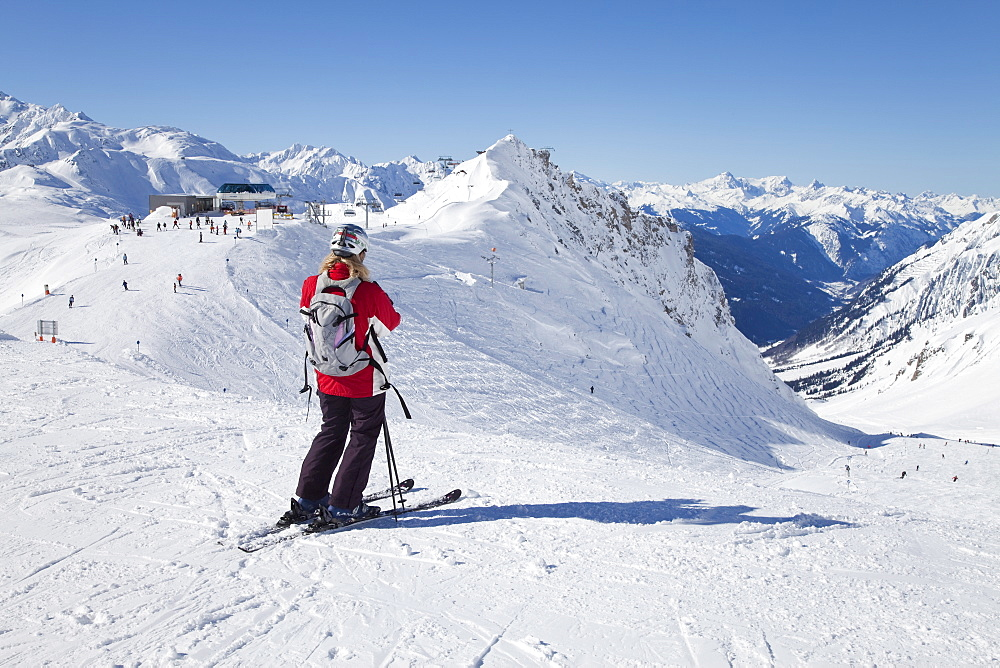Skier, St. Anton am Arlberg, Tirol, Austrian Alps, Austria, Europe