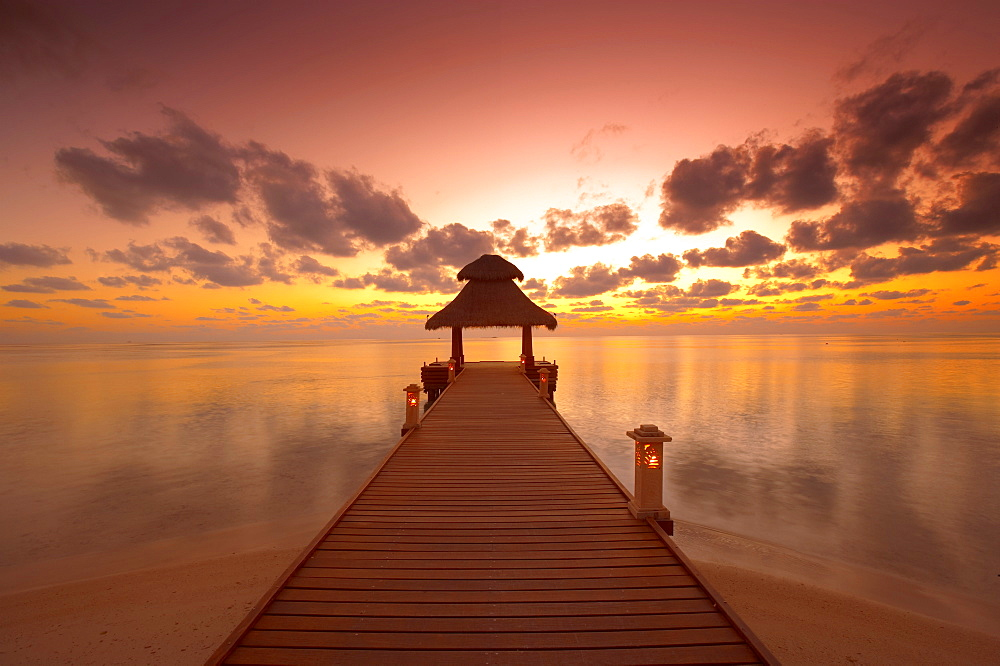 Jetty at sunset, island on North Male Atoll, Maldives, Indian Ocean, Asia - 795-114