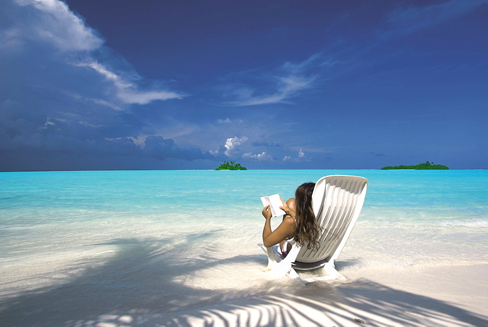 Woman reading a book on the beach, Maldives, Indian Ocean, Asia - 795-137