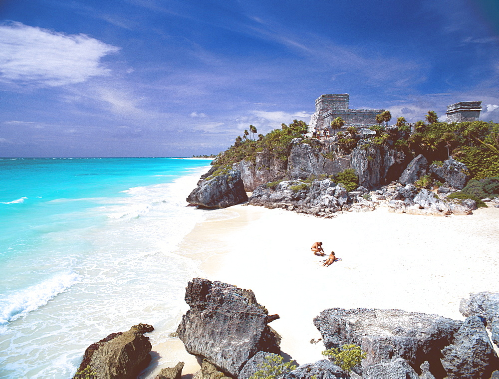 Mayan ruins overlooking the Caribbean Sea and beach at Tulum, Quintana Roo State, Yucatan Peninsula, Mexico, North America
