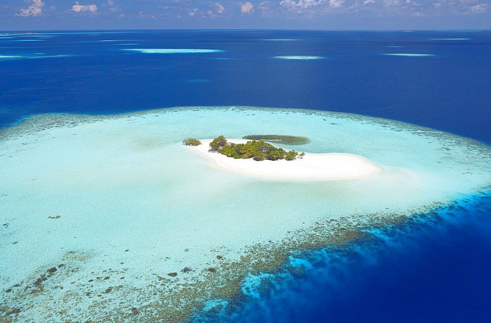 Aerial view of small island, Maldives, Indian Ocean, Asia - 795-321