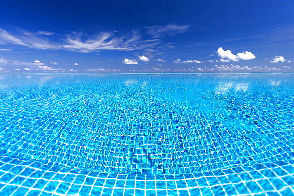 Infinity pool, Maldives, Indian Ocean, Asia - 795-518