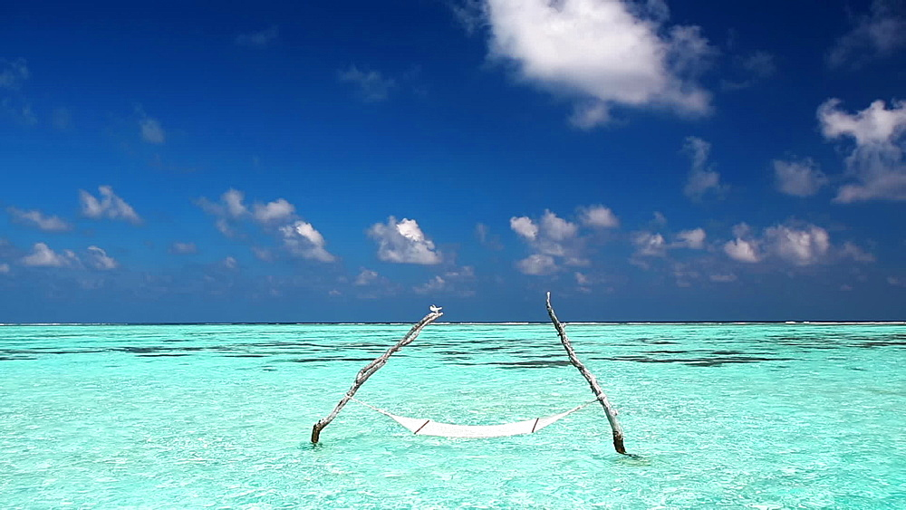Over water Hammock In The Middle Of Tropical Lagoon, Maldives - 795-571