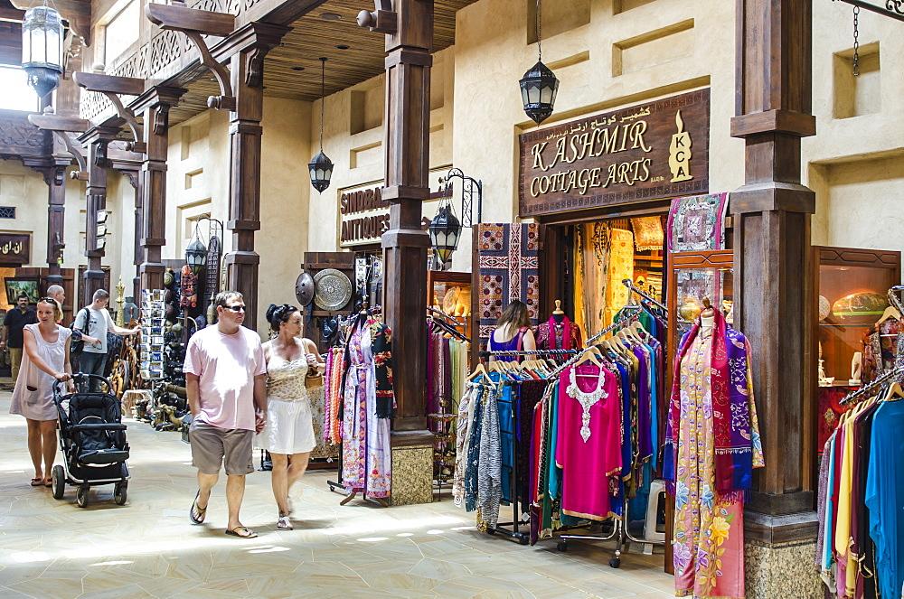 Shopping at the Souk, Madinat Jumeirah market, Dubai, United Arab Emirates, Middle East