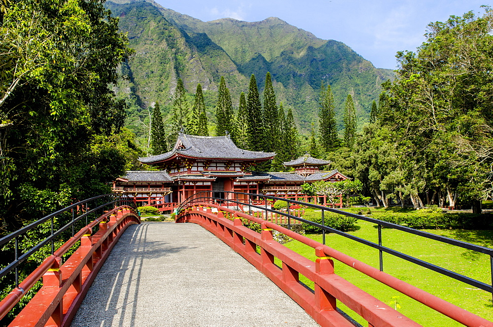 Byodo-In Temple, Valley of The Temples, Kaneohe, Oahu, Hawaii, United States of America, Pacific - 796-2213