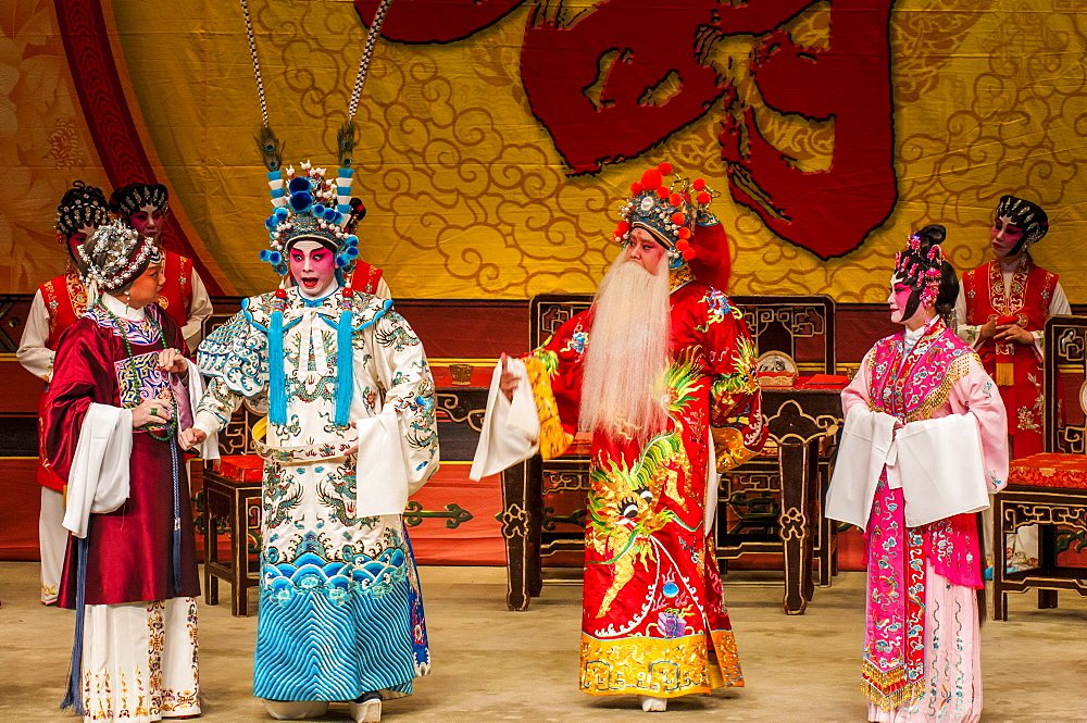 Chinese Opera performers, Ko Shan Theatre, Kowloon, Hong Kong, China, Asia