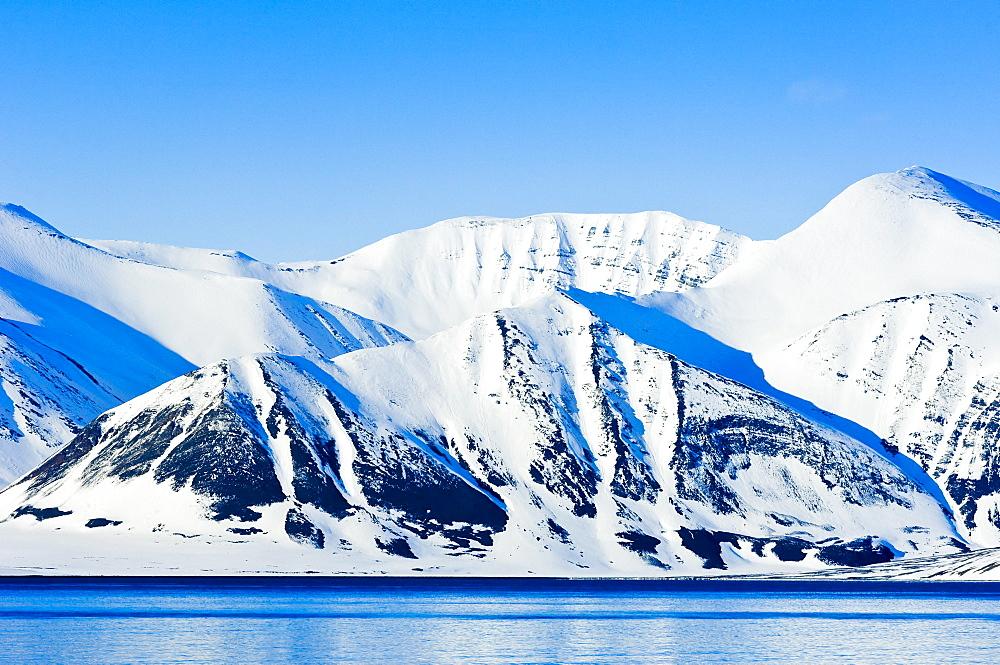 Snowcapped peaks Woodfjord, Svalbard Archipelago, Norway, Arctic, Scandinavia, Europe