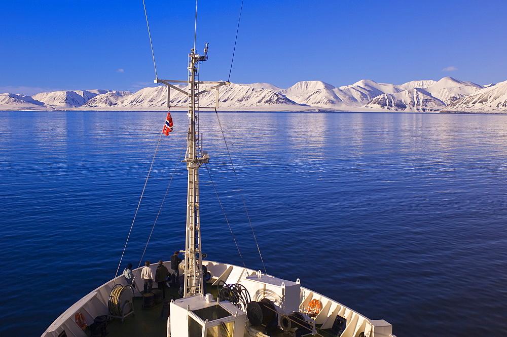 Cruising Woodfjord, Svalbard Archipelago, Norway, Arctic, Scandinavia, Europe