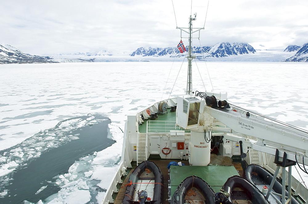 Breaking ice in Leifdefjord, Svalbard Archipelago, Norway, Arctic, Scandinavia, Europe