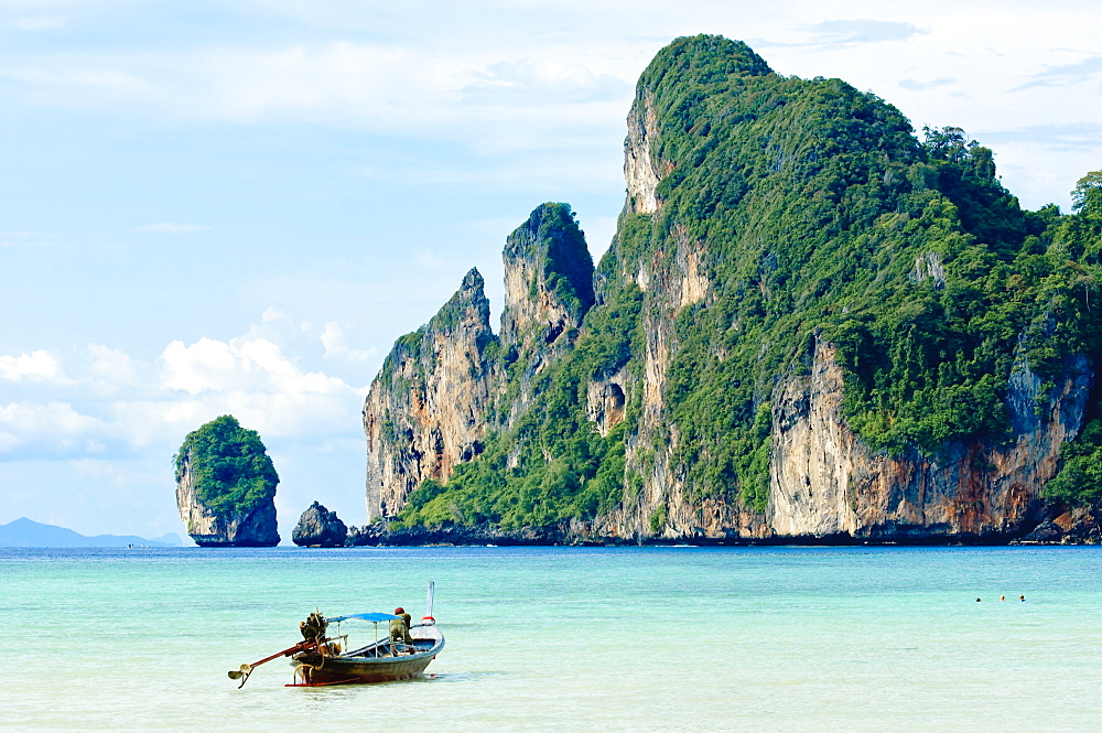 Fishing boat on Ko Phi Phi Island, Andaman Sea, Thailand, Southeast Asia, Asia
