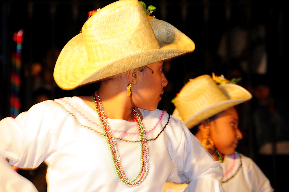 Mexico, Bajio, San Miguel de Allende, Ballet Folklorico performance on Independence Day in El Jardin.