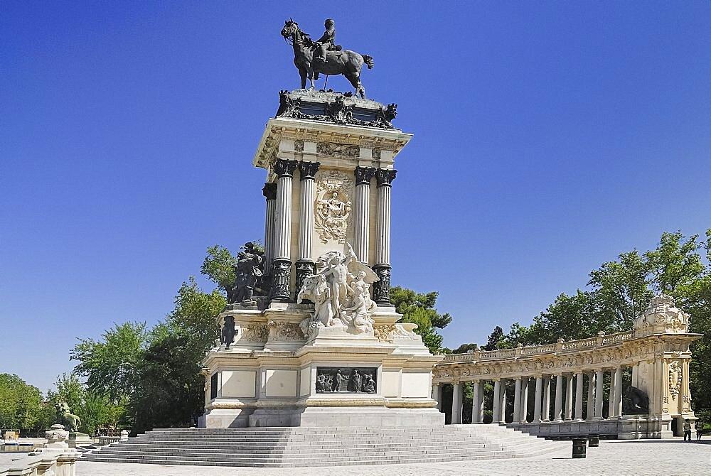 Spain, Madrid, Monument to King Alfonso XII in Parque El Buen Retiro.