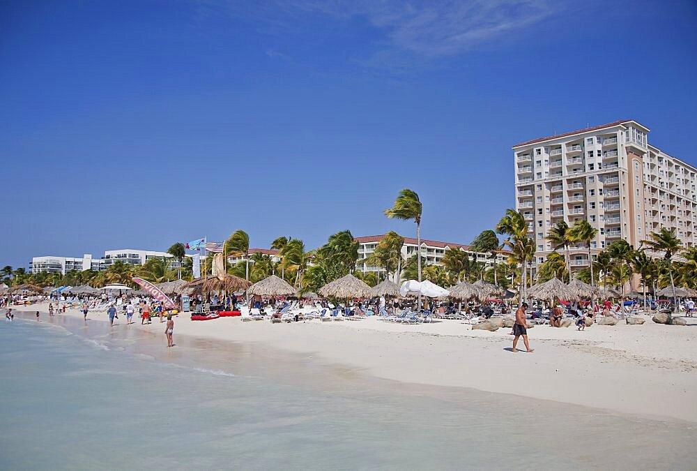 Dutch Antilles, Aruba, Oranjestad, Holidaymakers on Palm Beach.