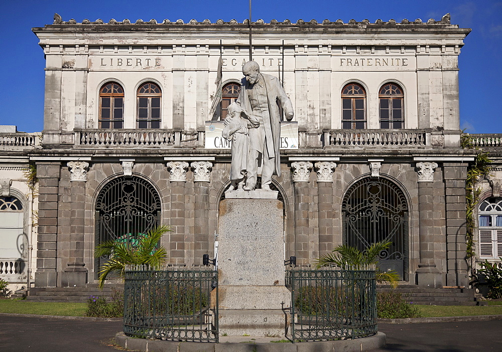 Martinique, Fort-de-France, Statue of A. Schoelcher in front of former Courthouse building.