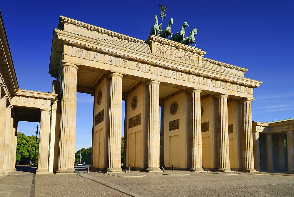 Germany, Berlin, Brandenburg Gate from the east side.