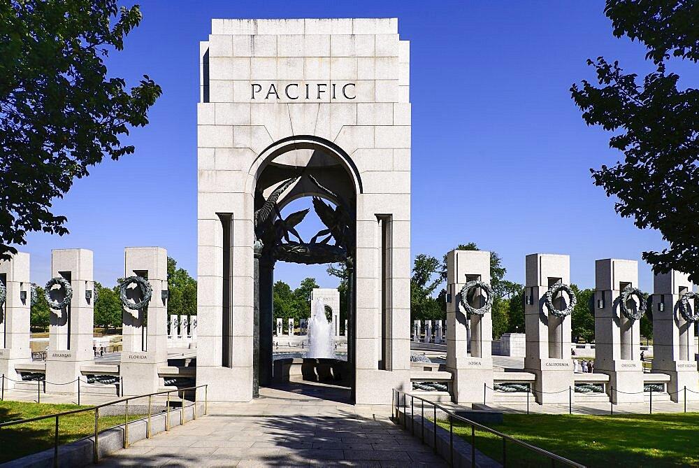 USA, Washington DC, National Mall, National World War 2 Memorial, Southern Triumphal Arch.