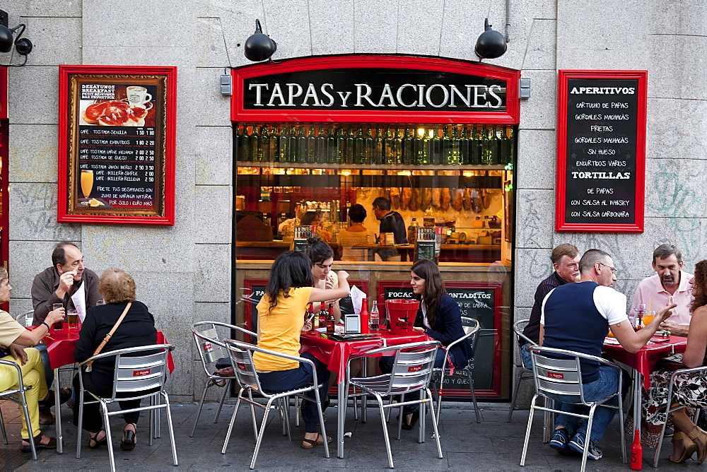 Spain, Madrid, Tapas bar on Calle de las Huertas. - 797-12652