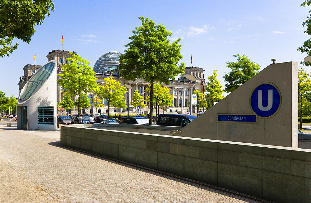 Germany, Berlin, Mitte, The Reichstag building in Tiergarten with an entrance for the Bundestag U-Bahn underground station.