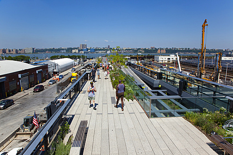 USA, New York State, New York City, Manhattan, The High Line public park on disused elevated railway track in the meat packing district.
