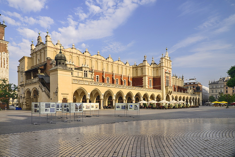 Poland, Krakow, Rynek Glowny or Main Market Square, General view of the square with Sukiennice or The Cloth Hall.