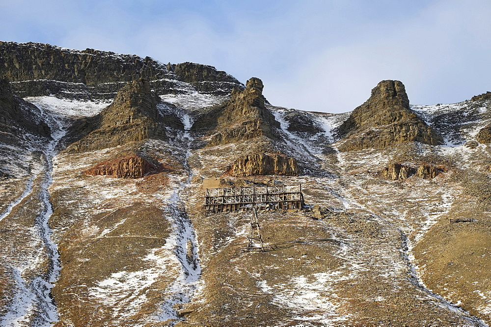 Norway, Svalbard, Longyearbyen,Valley side, Old coal mine and cable way.