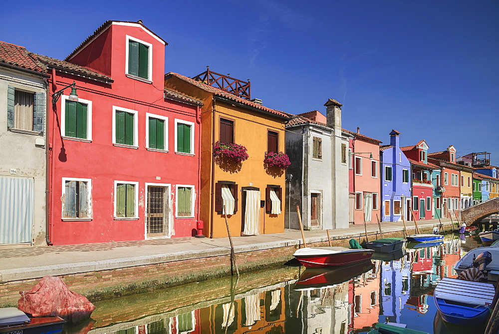Italy, Veneto, Burano Island, Colourful housing on Fondamenta Cao di Rio a Destra.