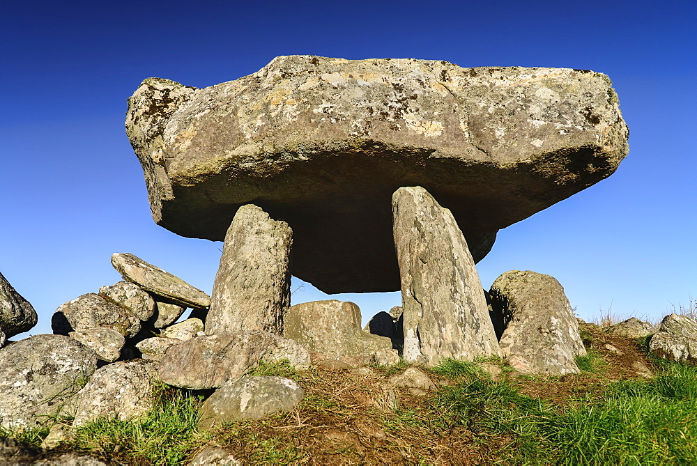 Ireland, County Sligo, Tawnatruffaun, Portal Tomb.