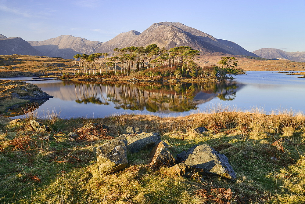 Ireland, County Galway, Connemara, Derryclare Lough.