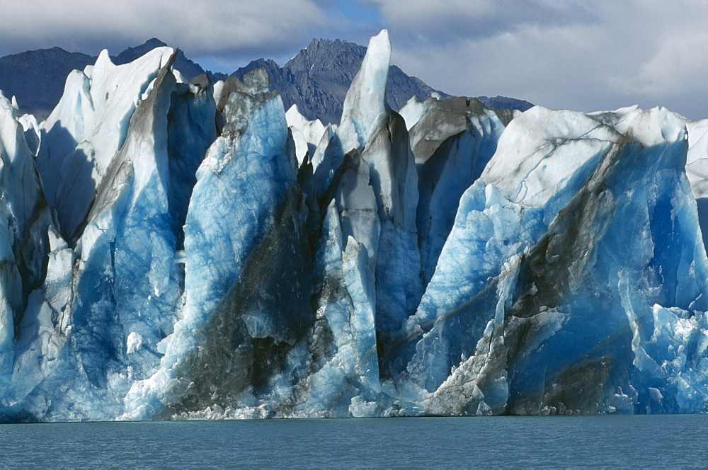 Argentina, Patagonia, Santa Cruz, Parque Nacional Los Glaciares, Glaciar Viedma. .