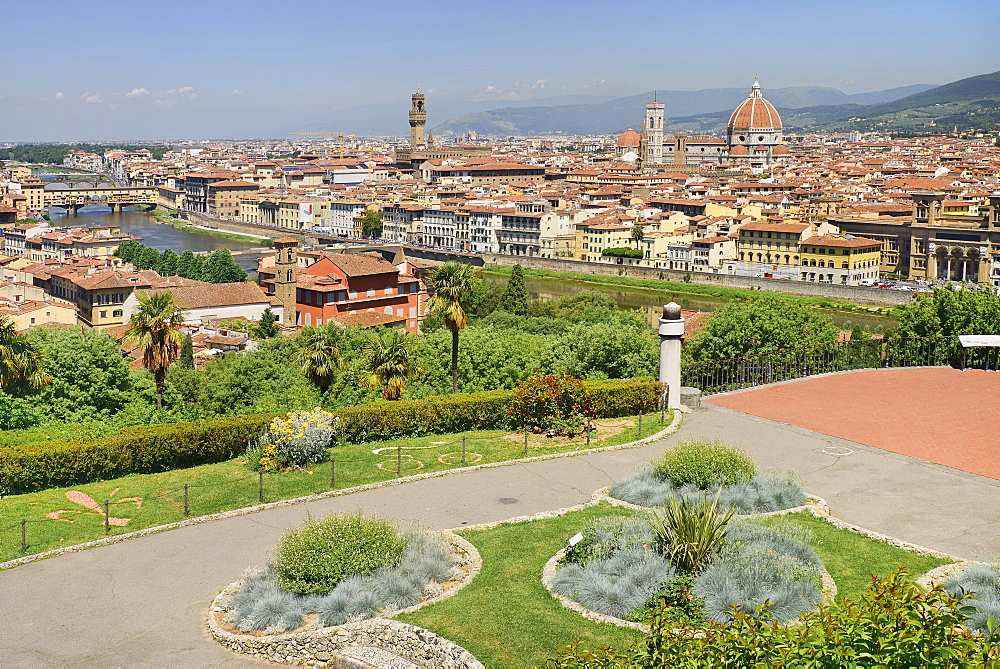 Italy, Tuscany, Florence, River Arno with Ponte Vecchio and the dome of the Cathedral seen from Piazzale Michelangelo.