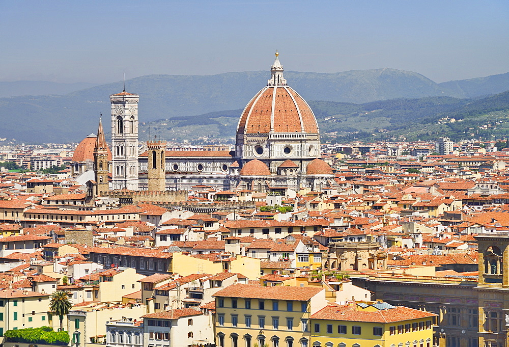 Italy, Tuscany, Florence, Vista of the city with the dome of the Cathedral seen from Piazzale Michelangelo.