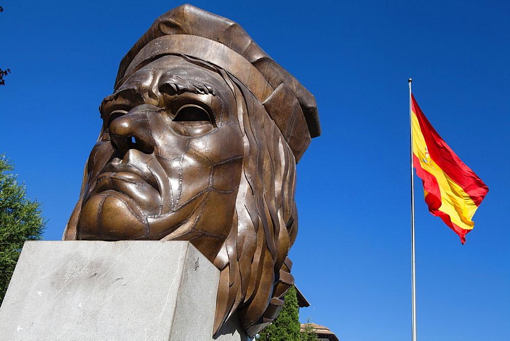 Spain, Andalucia, Granada, Bust of Gonzalo Fernández de Córdoba on Avenida de la Constitucion. - 797-13031