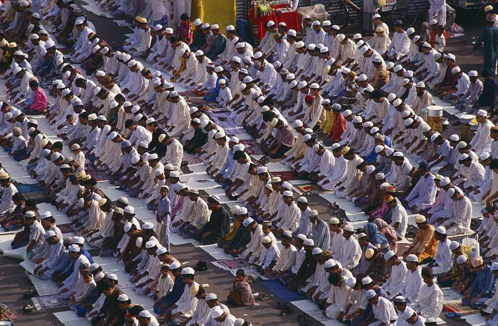 BANGLADESH  Dhaka Rows of Muslims kneeling in prayer. Dacca Asia Asian Bangladeshi Religion Religious  Dacca Asia Asian Bangladeshi Religion Religious