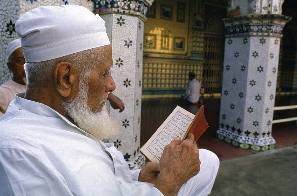 Man reading the Koran, Bangladesh, Asia