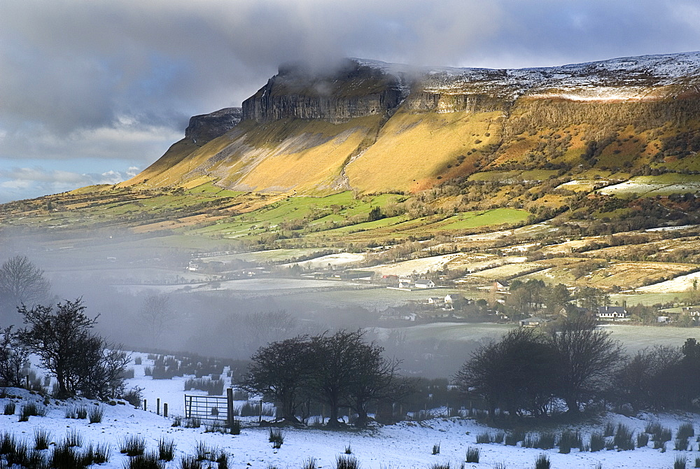 Ireland, County Sligo, Glencar, Kings Mountain with mist and snow in the valley below
