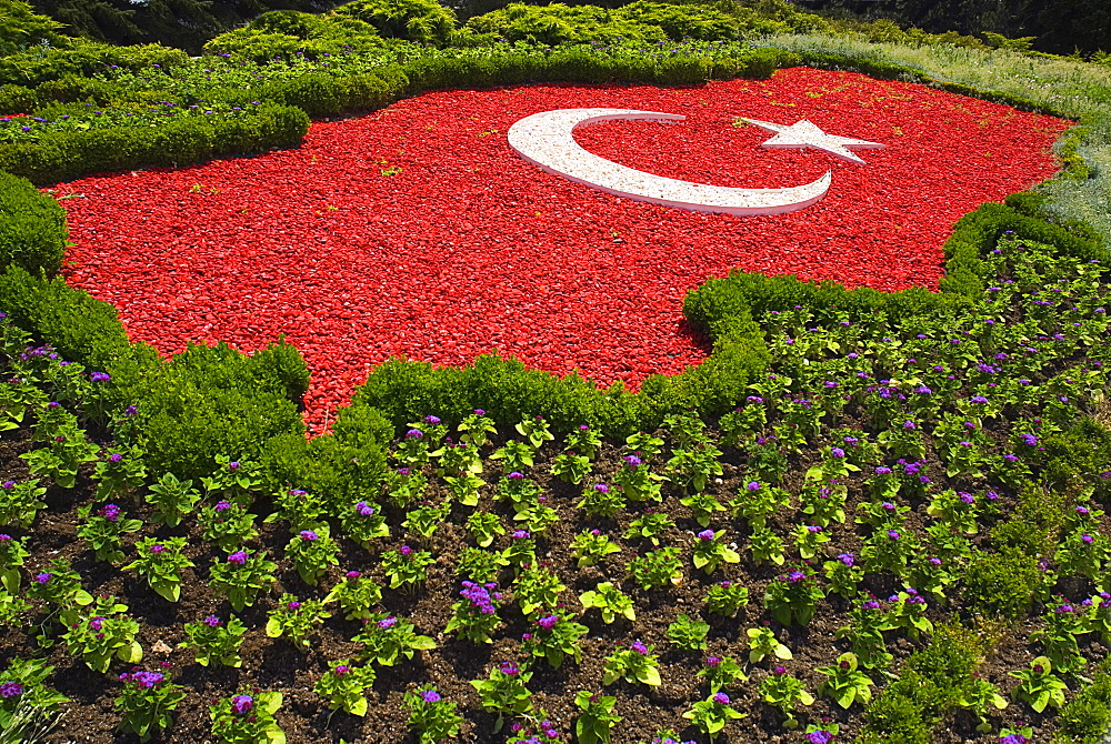 Turkey, Ankara, Anitkabir, Mausoleum of the founder of the Turkish Republic Mustafa Kemal Ataturk. The Turkish flag depicted in pebblestones surrounded by flower bed.