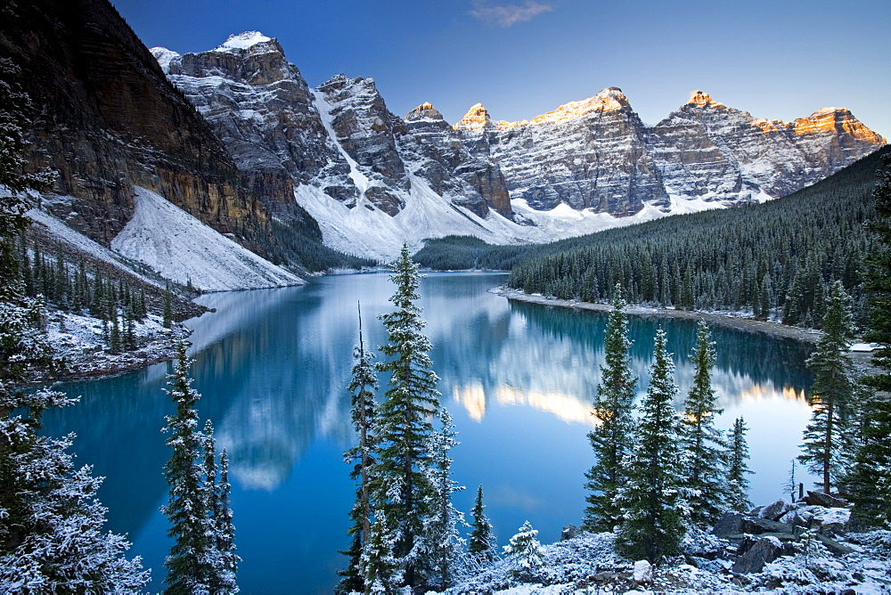 Winter snow at Moraine Lake, Banff National Park, UNESCO World Heritage Site, Alberta, Rocky Mountains, Canada, North America - 799-1142