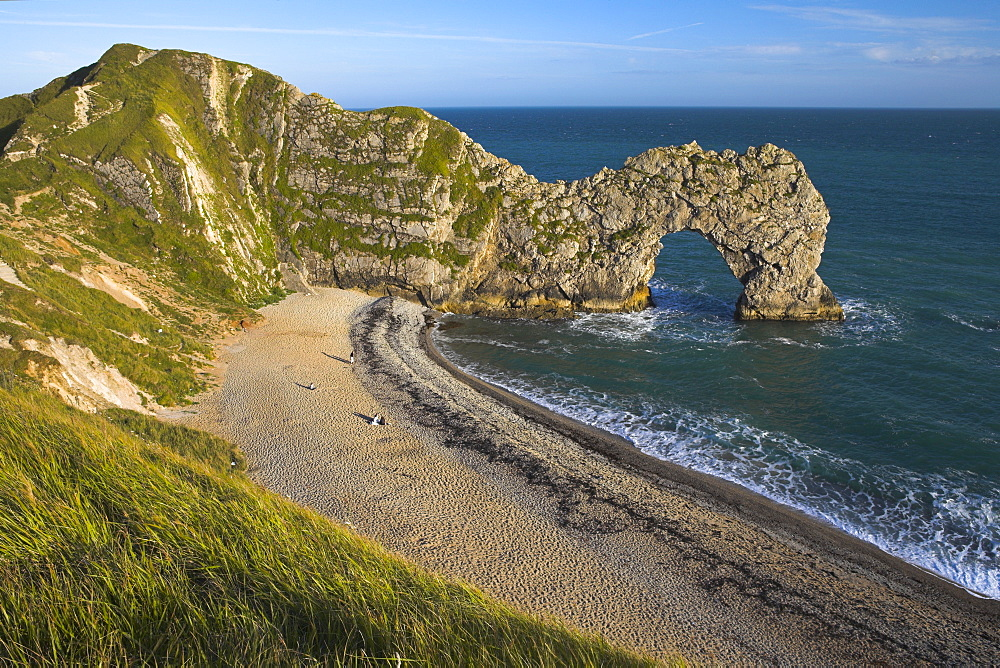 Late afternoon on the clifftops overlooking Durdle Door, Jurassic Coast, UNESCO World Heritage Site, Dorset, England, United Kingdom, Europe