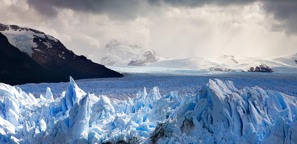The spectacular Perito Moreno glacier, Los Glaciares National Park, UNESCO World Heritage Site, Patagonia, Argentina, South America