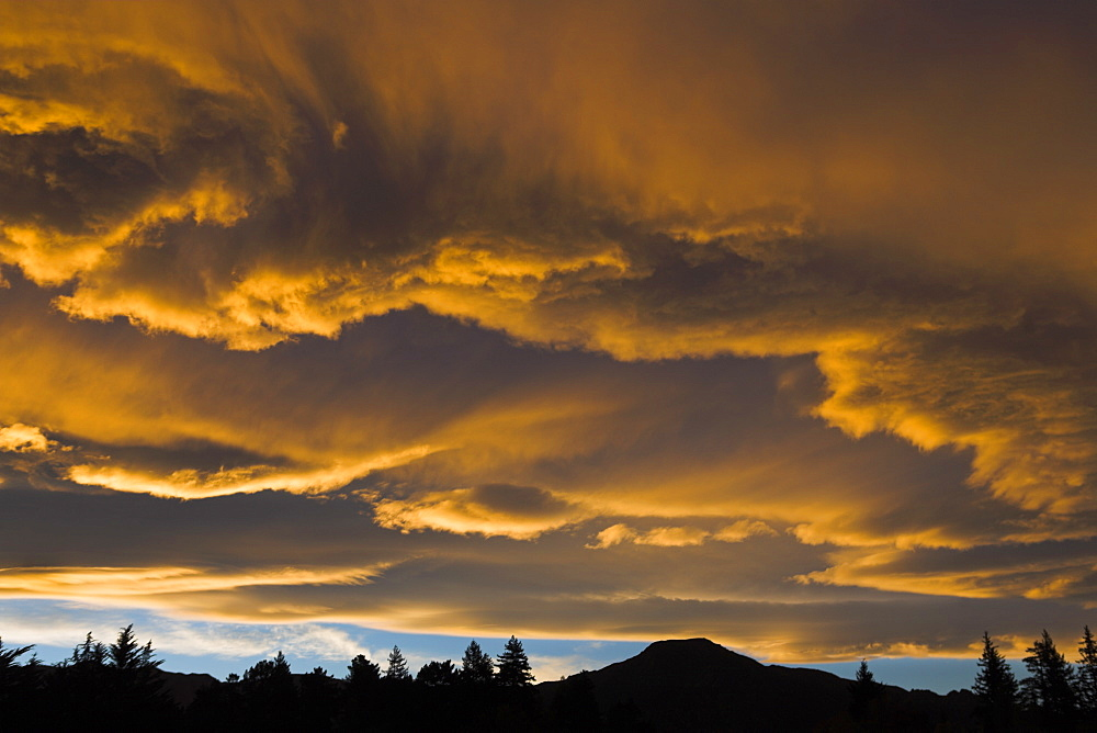 Spectacular sunset above the town of Hanmer Springs, South Island, New Zealand, Pacific - 799-149