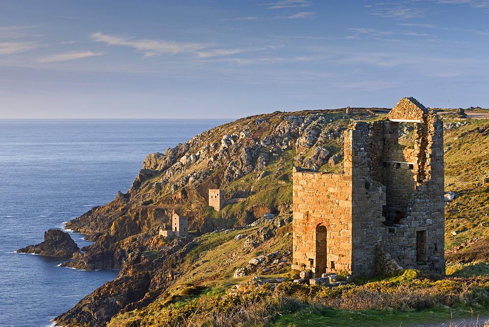 Abandoned Cornish tin mine engine houses on the cliffs at Botallack, UNESCO World Heritage Site, Cornwall, England, United Kingdom, Europe