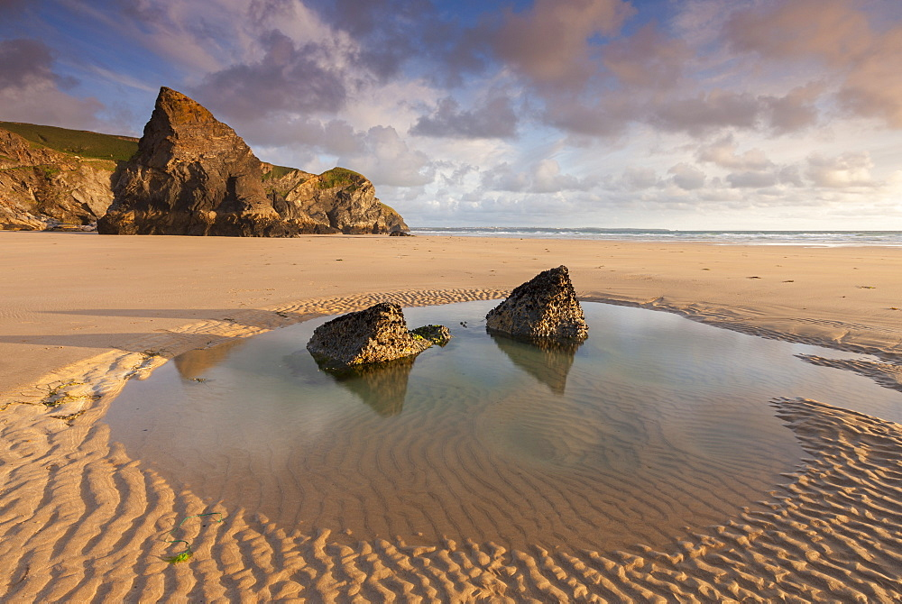 Tidal pool on a deserted beach at Bedruthan Steps, Cornwall, England, United Kingdom, Europe